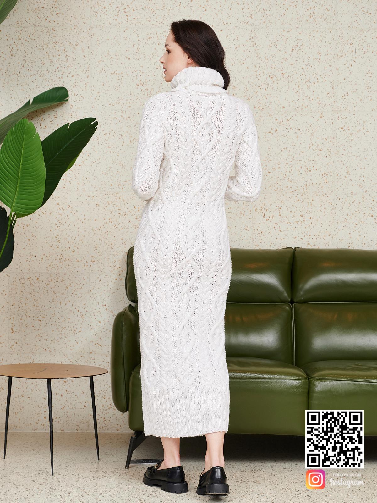 На второй фотографии длинное вязаное платье со спины от Shapar, бренда женской одежды ручной работы в интернет-магазине связанных спицами вещей.