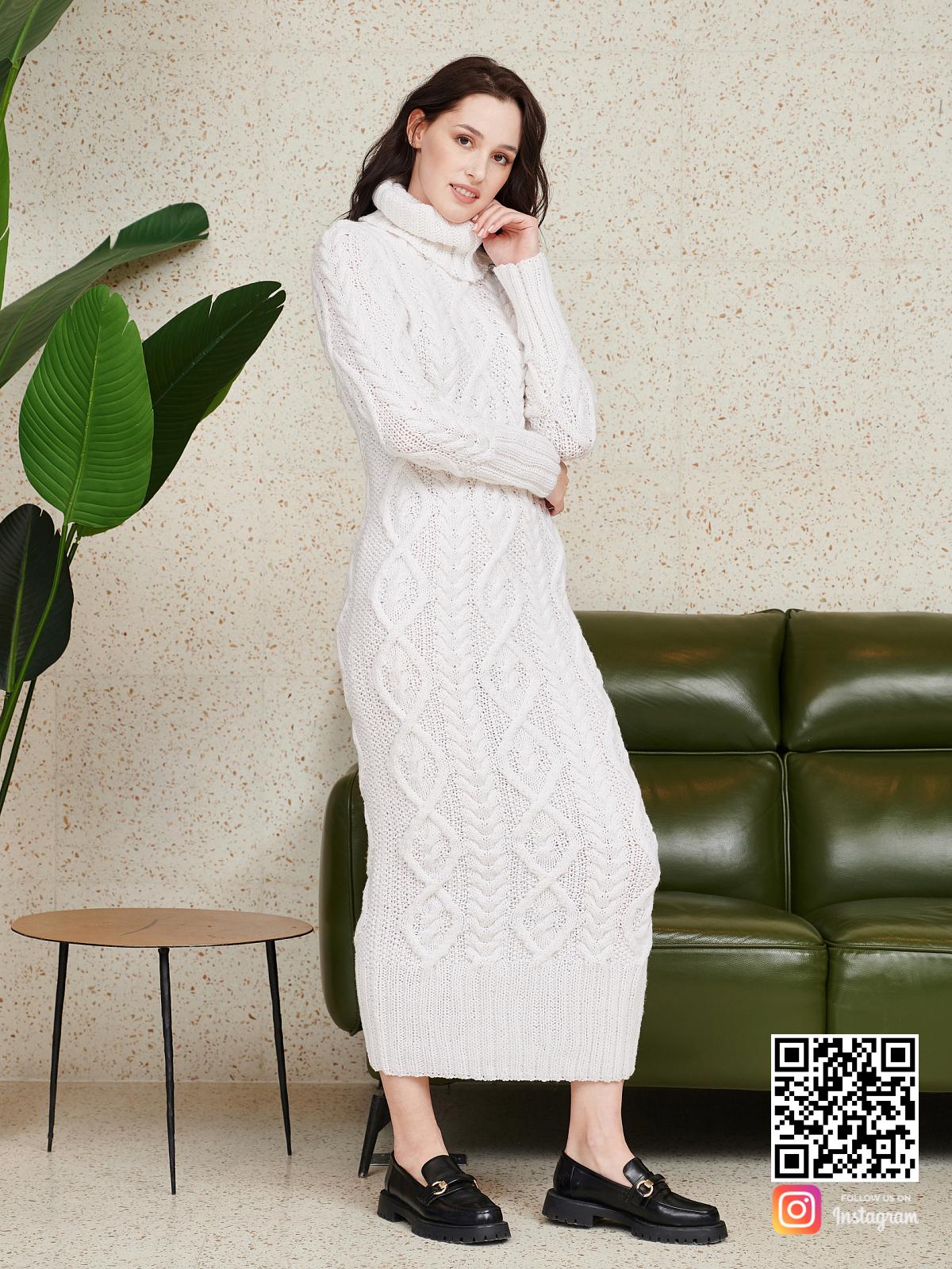 На пятой фотографии шерстяное длинное вязаное платье от Shapar, бренда женской одежды ручной работы в интернет-магазине связанных спицами вещей.