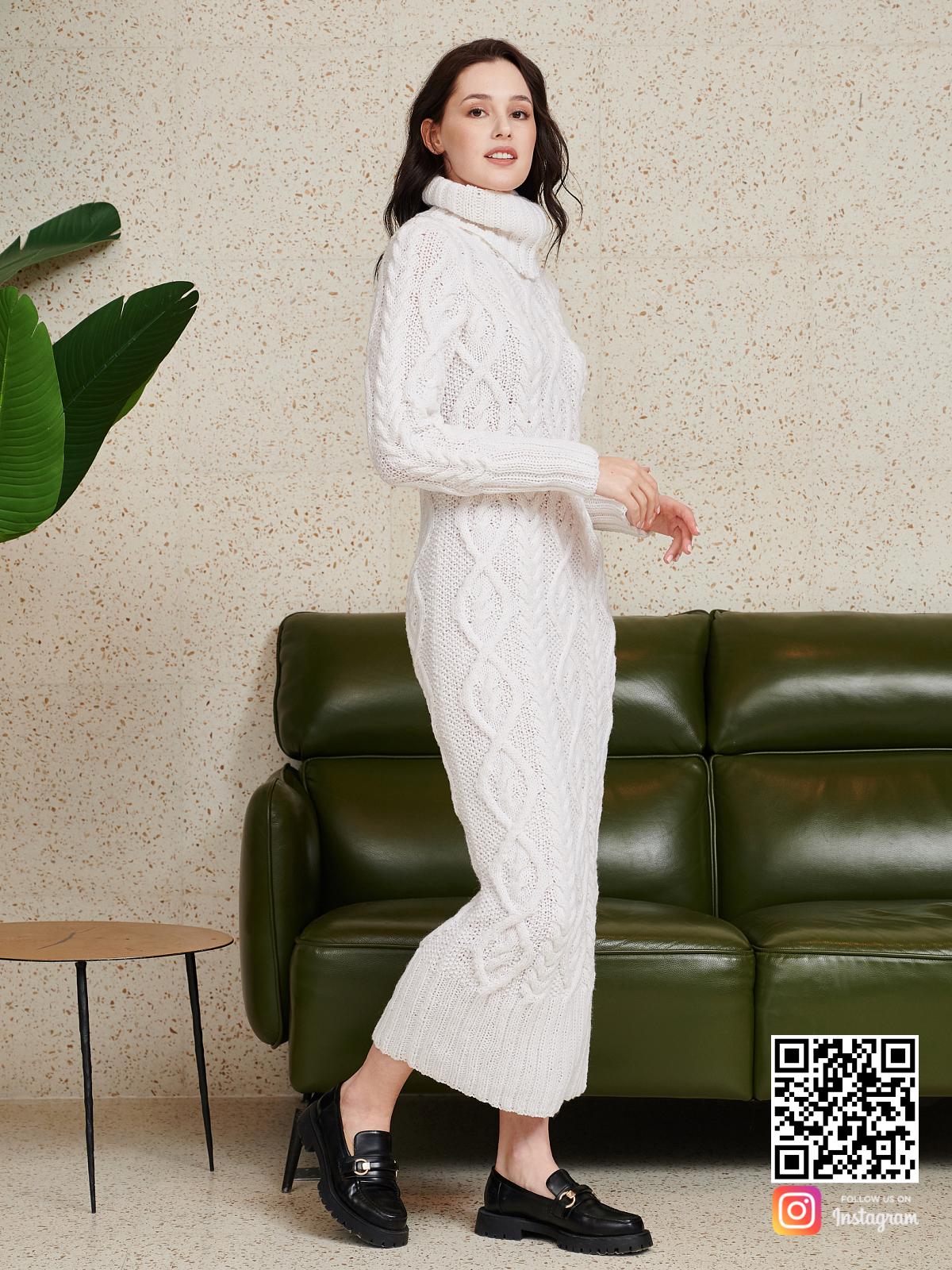 На третьей фотографии длинное вязаное платье с воротником от Shapar, бренда женской одежды ручной работы в интернет-магазине связанных спицами вещей.