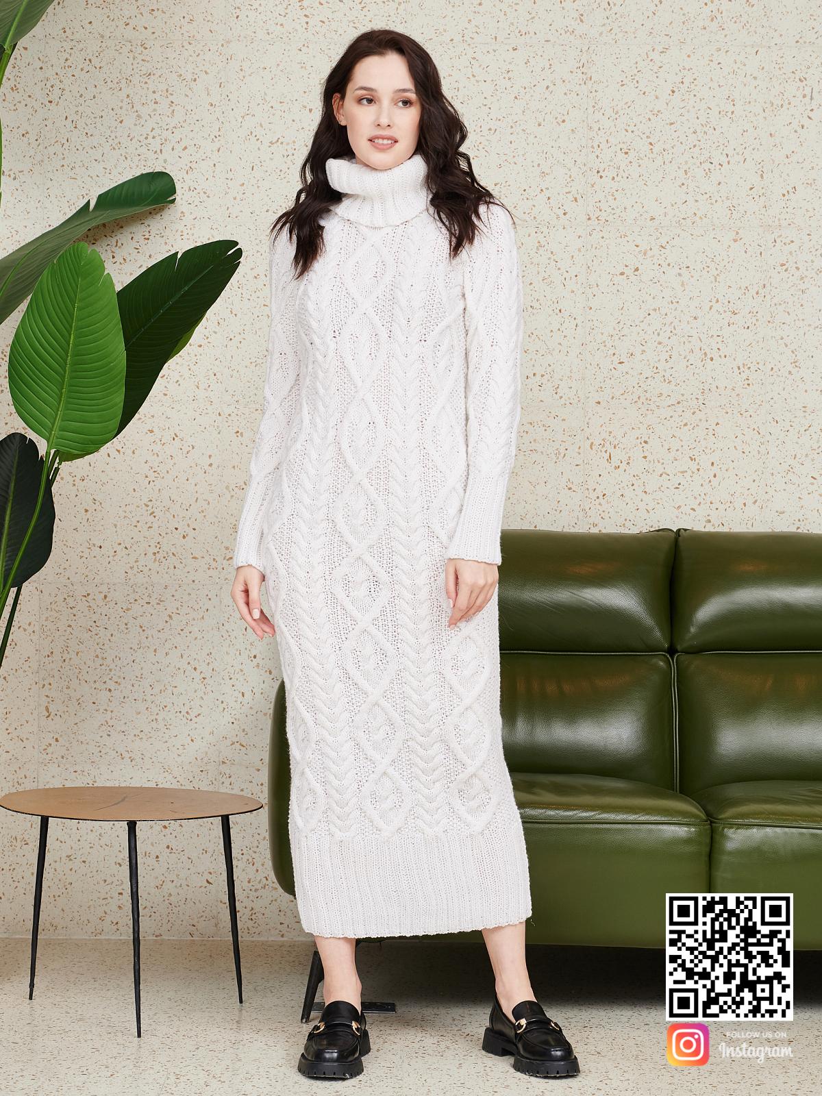 На шестой фотографии теплое длинное вязаное платье от Shapar, бренда женской одежды ручной работы в интернет-магазине связанных спицами вещей.