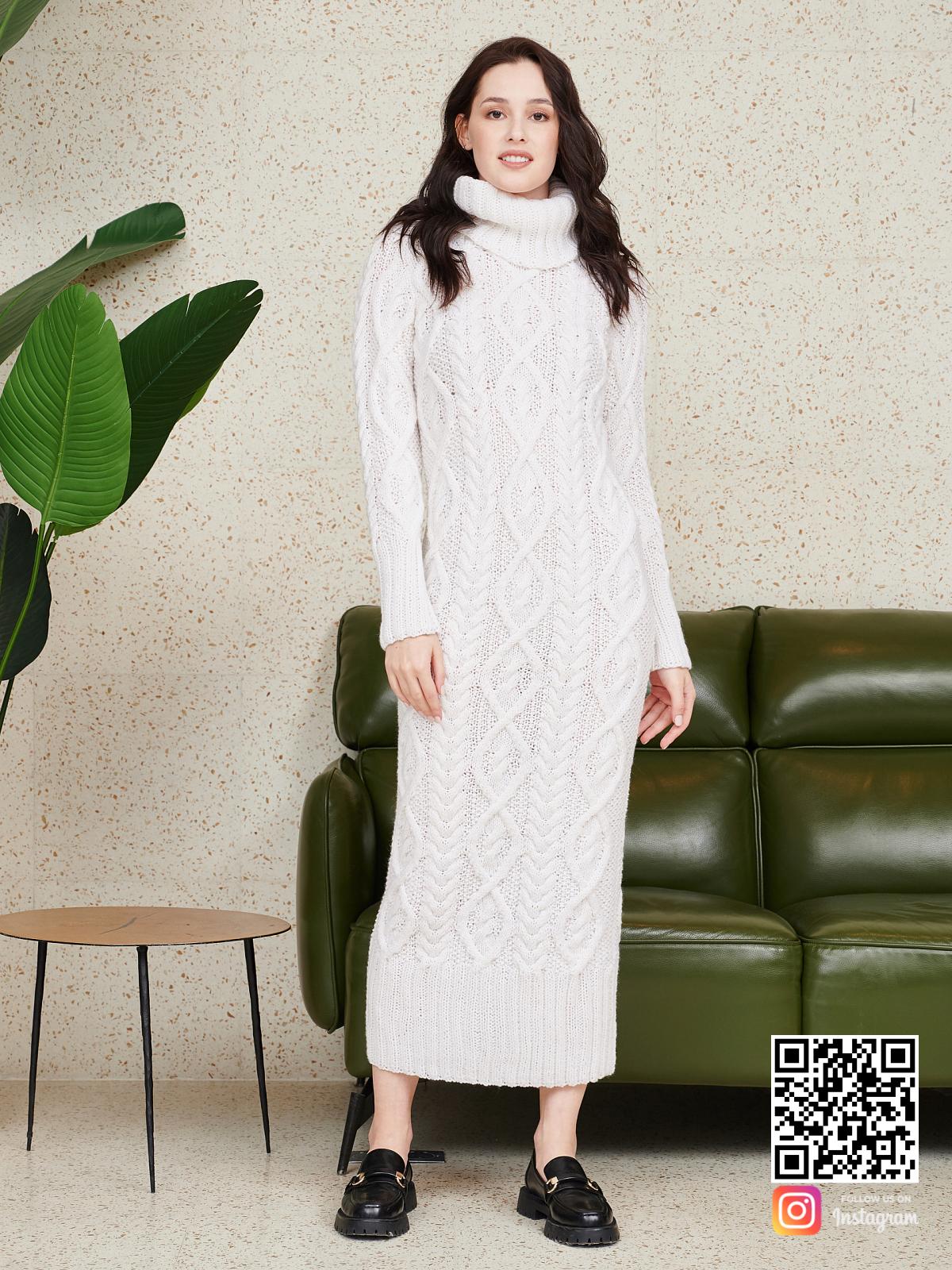На четвертой фотографии белое длинное вязаное платье от Shapar, бренда женской одежды ручной работы в интернет-магазине связанных спицами вещей.