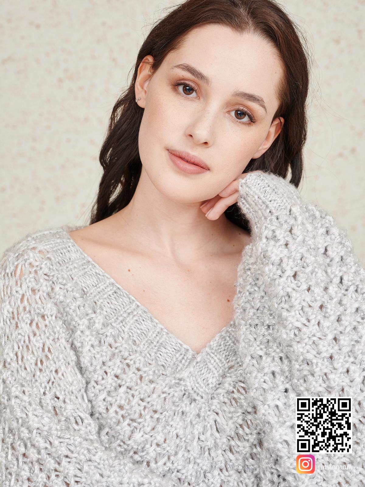 На шестой фотографии костюм для женщин с шортами крупным планом от Shapar, бренда вязаной одежды ручной работы в интернет-магазине связанных спицами вещей.