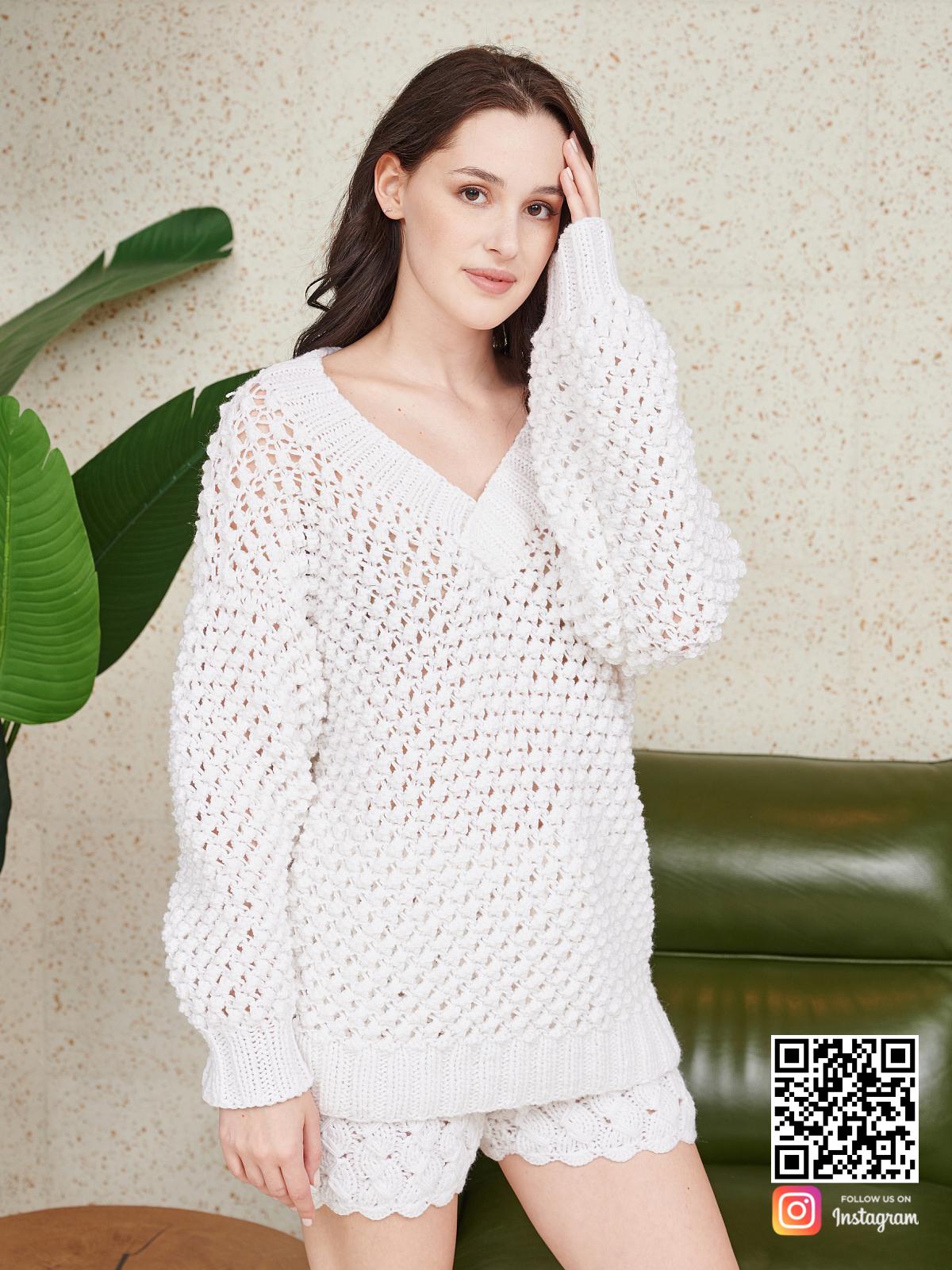 На фотографии женский костюм оверсайз шорты от Shapar, бренда вязаной одежды ручной работы в интернет-магазине связанных спицами вещей.