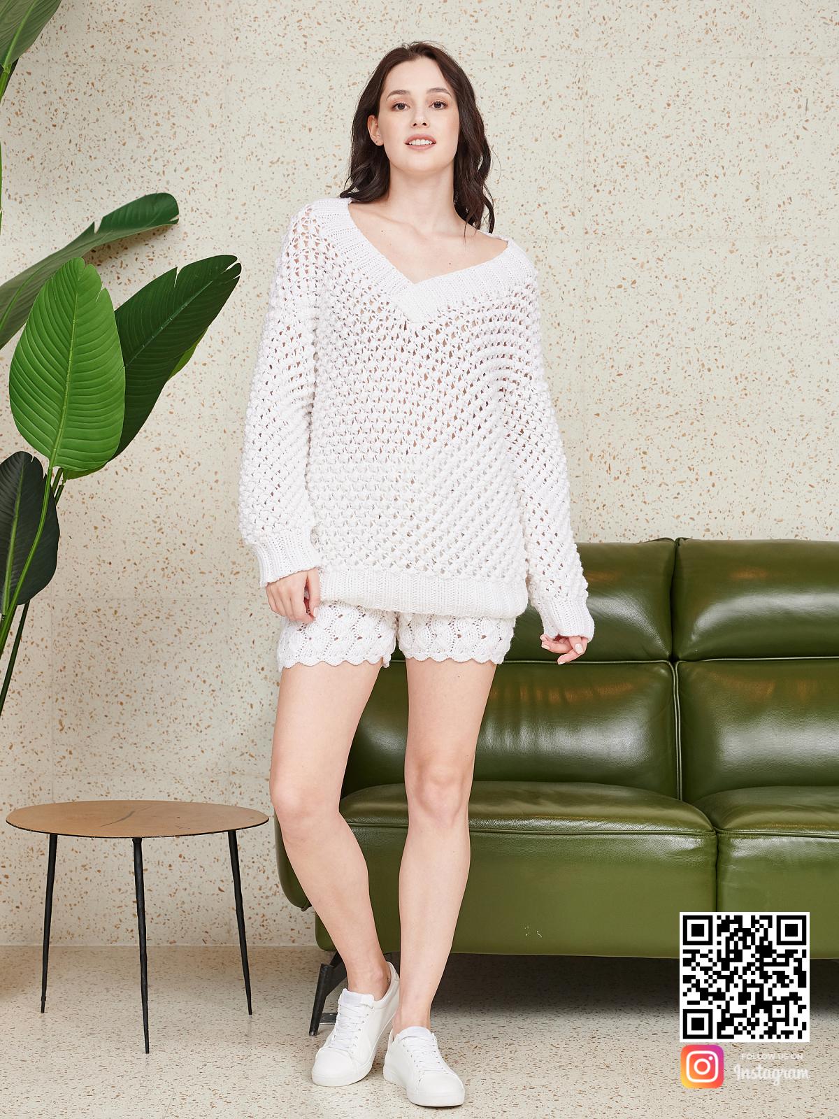 На седьмой фотографии летний костюм оверсайз шорты от Shapar, бренда вязаной одежды ручной работы в интернет-магазине связанных спицами вещей.