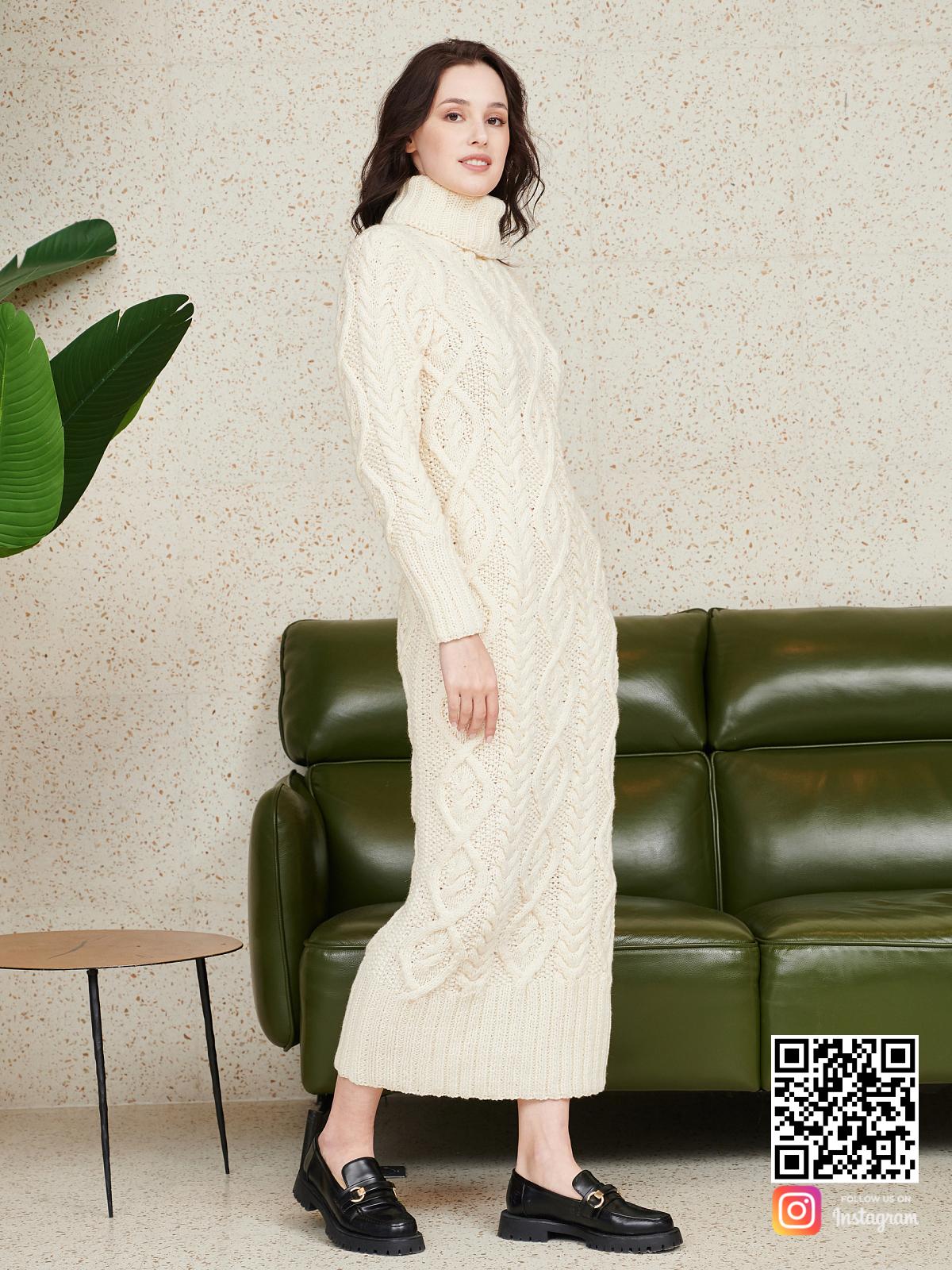 На четвертой фотографии красивое вязаное платье с объемным воротником от Shapar, бренда женской одежды ручной работы в интернет-магазине связанных спицами вещей.