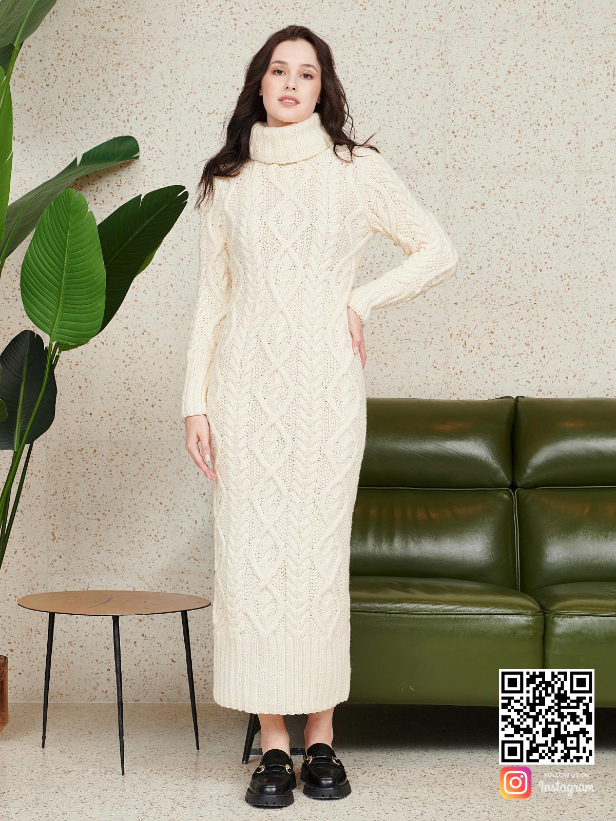 На пятой фотографии красивое вязаное платье в косах от Shapar, бренда женской одежды ручной работы в интернет-магазине связанных спицами вещей.