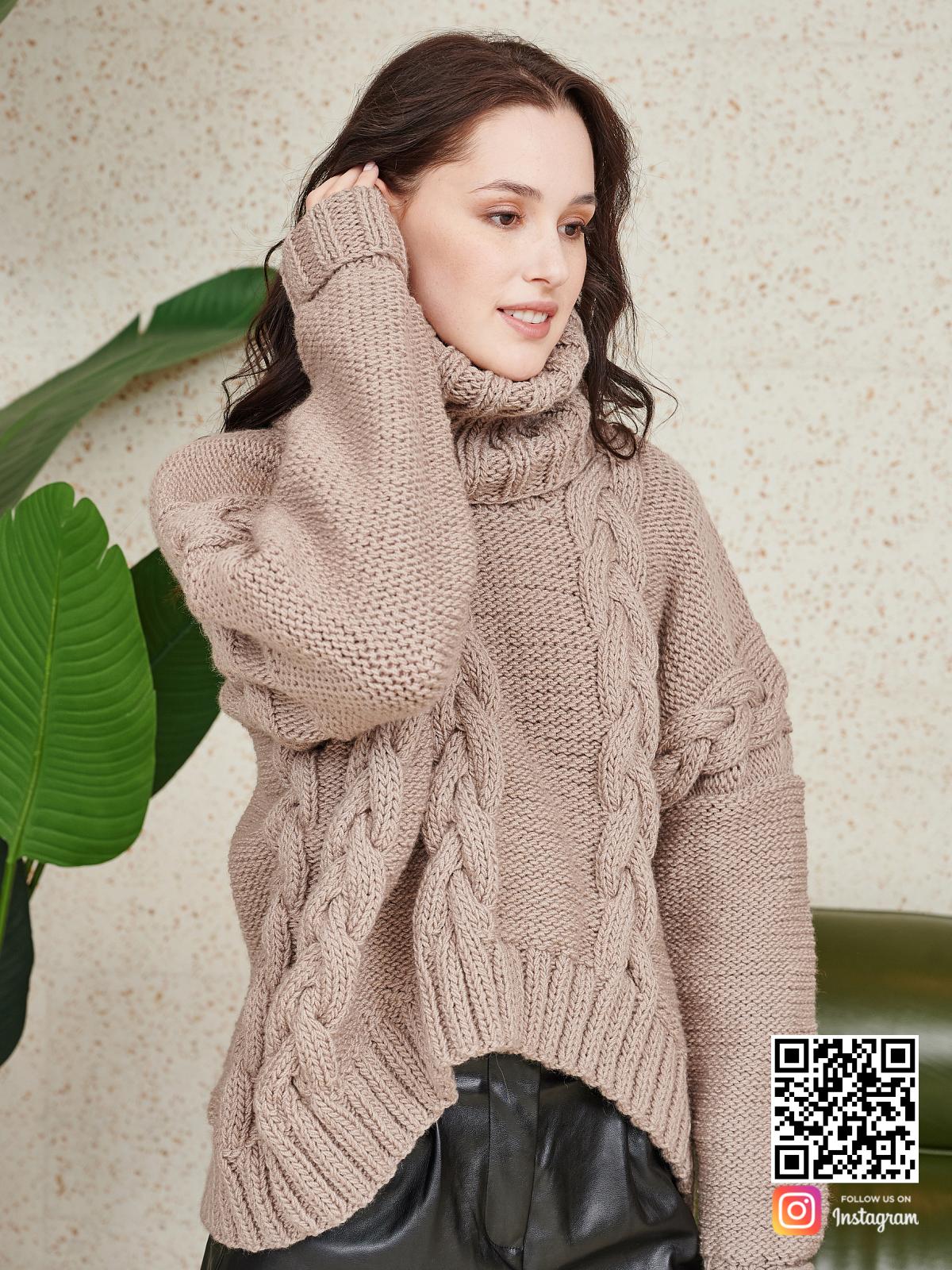 На восьмой фотографии объемный женский свитер на каждый день от Shapar, бренда вязаной одежды ручной работы в интернет-магазине связанных спицами вещей.