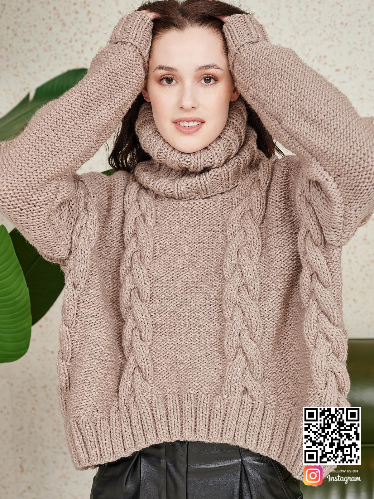 На пятой фотографии женский свитер оверсайз на каждый день от Shapar, бренда вязаной одежды ручной работы в интернет-магазине связанных спицами вещей.