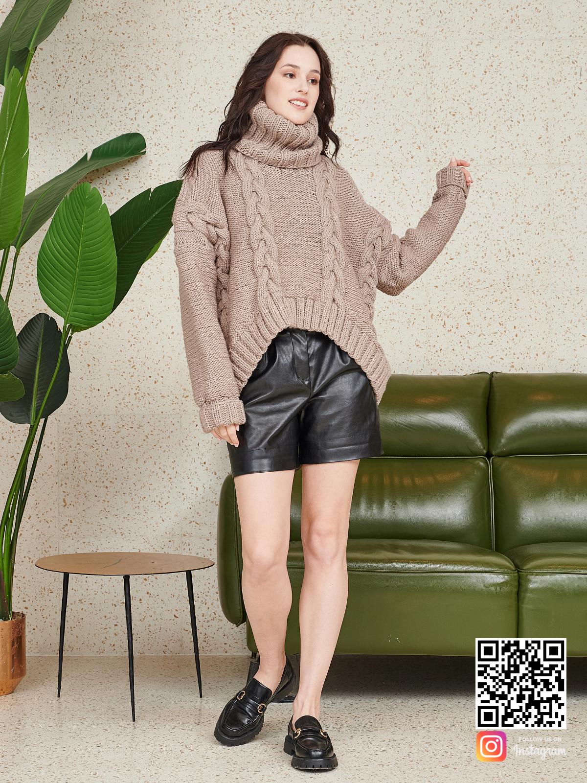 На третьей фотографии женский свитер на каждый день с объемным воротником  от Shapar, бренда вязаной одежды ручной работы в интернет-магазине связанных спицами вещей.
