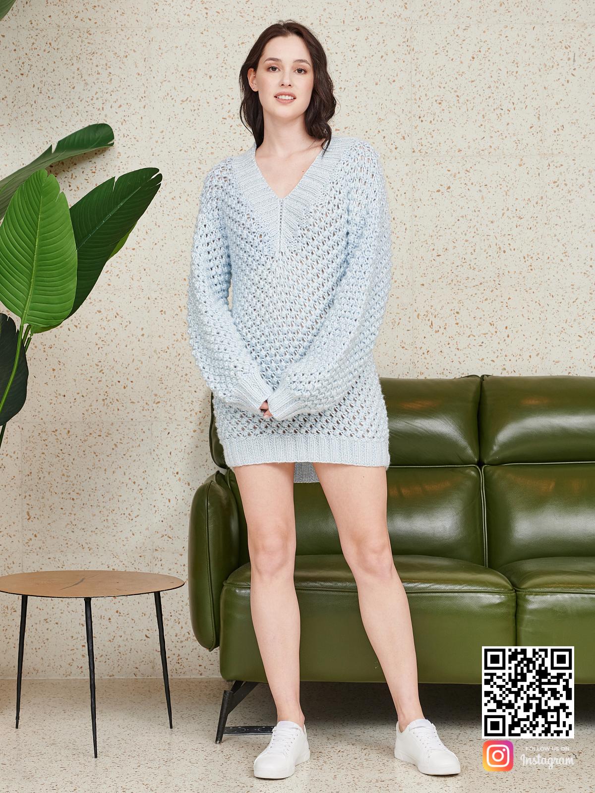 На четвертой фотографии вязаное летнее свитер-платье спицами от Shapar, бренда женской одежды ручной работы в интернет-магазине связанных спицами вещей.