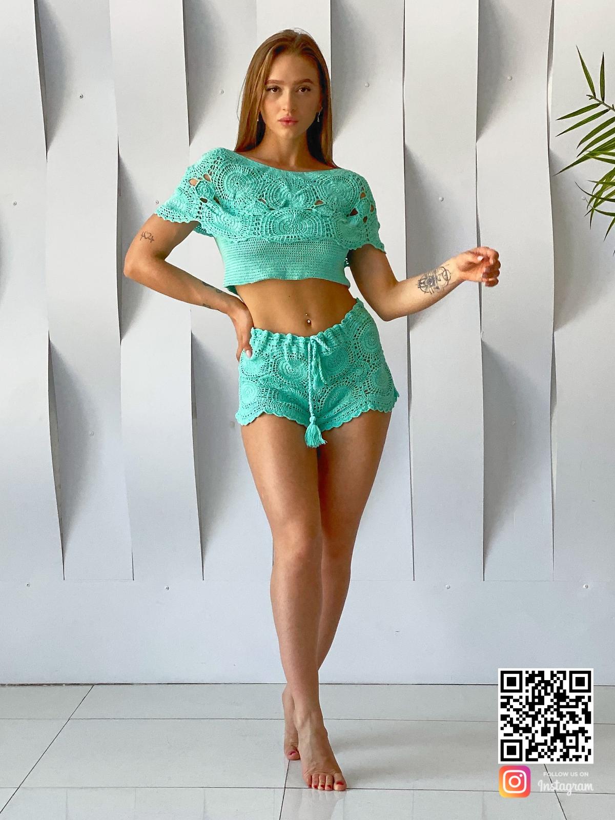 На седьмой фотографии вязаный ажурный купальник для девушек и женщин от Shapar, бренда пляжной одежды ручной работы в интернет-магазине связанных спицами вещей.