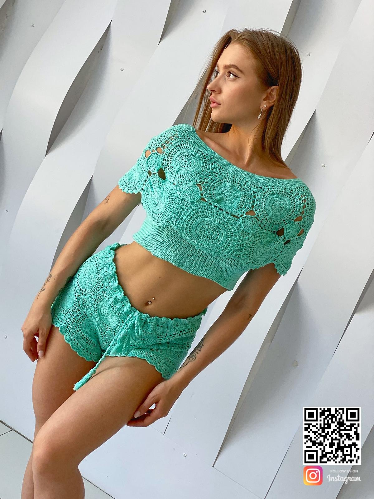 На восьмой фотографии вязаный ажурный купальник бирюзового цвета от Shapar, бренда женской пляжной одежды ручной работы в интернет-магазине связанных спицами вещей.