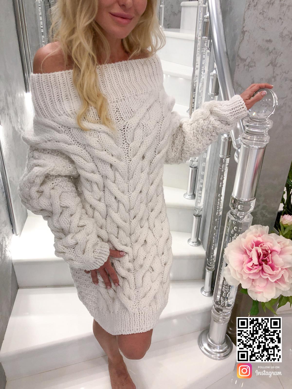 На третьей фотографии белое платье свитер крупным планом от SHAPAR, бренда вязаной одежды ручной работы в интернет-магазине связанных спицами вещей.