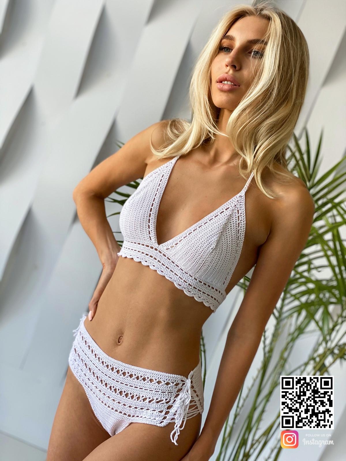 На шестой фотографии модный белый вязаный купальник от Shapar, бренда одежды ручной работы в интернет-магазине связанных спицами вещей.