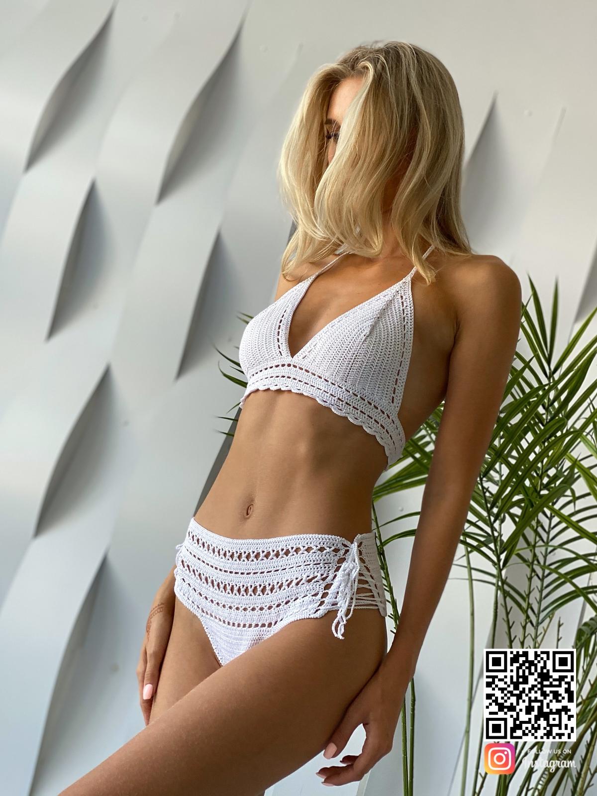 На седьмой фотографии вязаный купальник белого цвета от Shapar, бренда одежды ручной работы в интернет-магазине связанных спицами вещей.