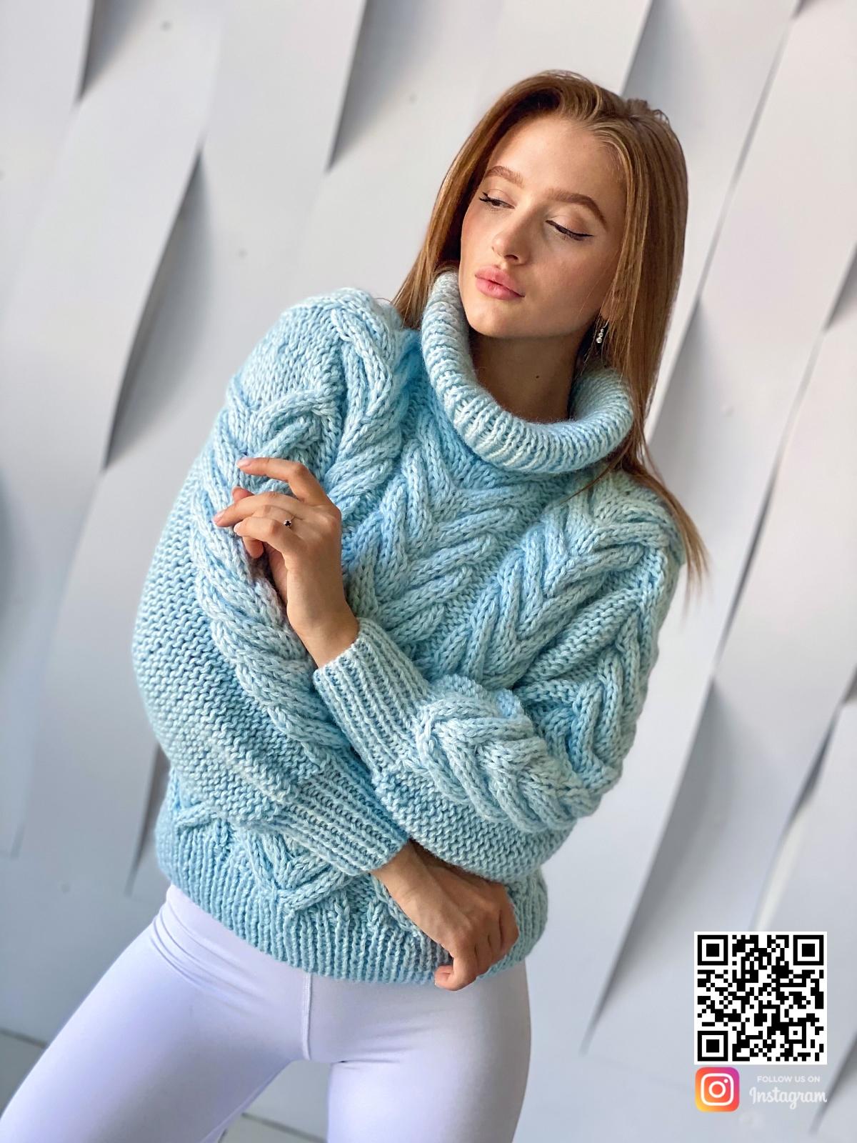 На третьей фотографии женский джемпер из ангоры бирюзового цвета от Shapar, бренда вязаной одежды ручной работы в интернет-магазине связанных спицами вещей.