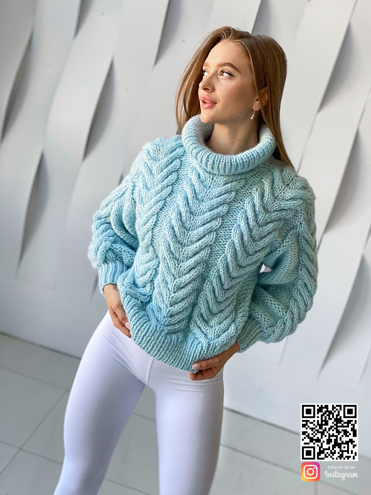 На десятой фотографии стильный женский джемпер из ангоры от Shapar, бренда вязаной одежды ручной работы в интернет-магазине связанных спицами вещей.