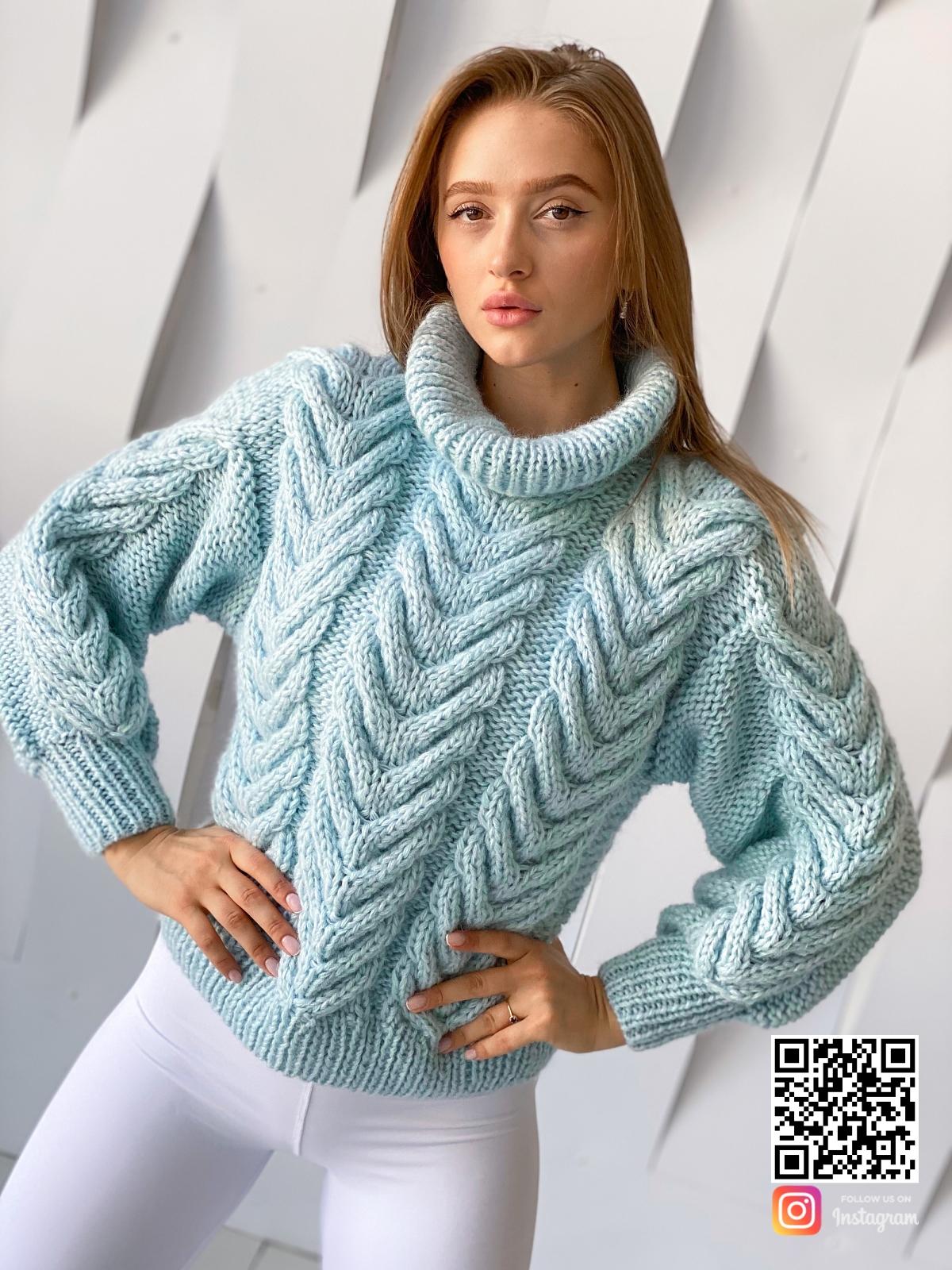 На восьмой фотографии женский бирюзовый джемпер из ангоры от Shapar, бренда вязаной одежды ручной работы в интернет-магазине связанных спицами вещей.