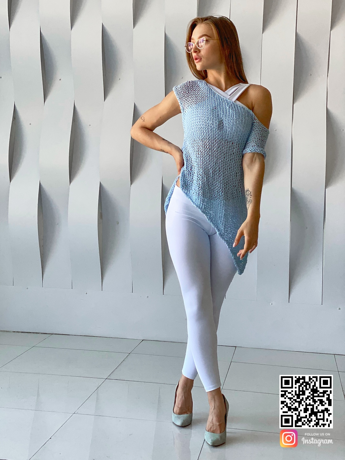На четвертой фотографии летняя вязаная футболка для женщин от Shapar, бренда одежды ручной работы в интернет-магазине связанных спицами вещей.