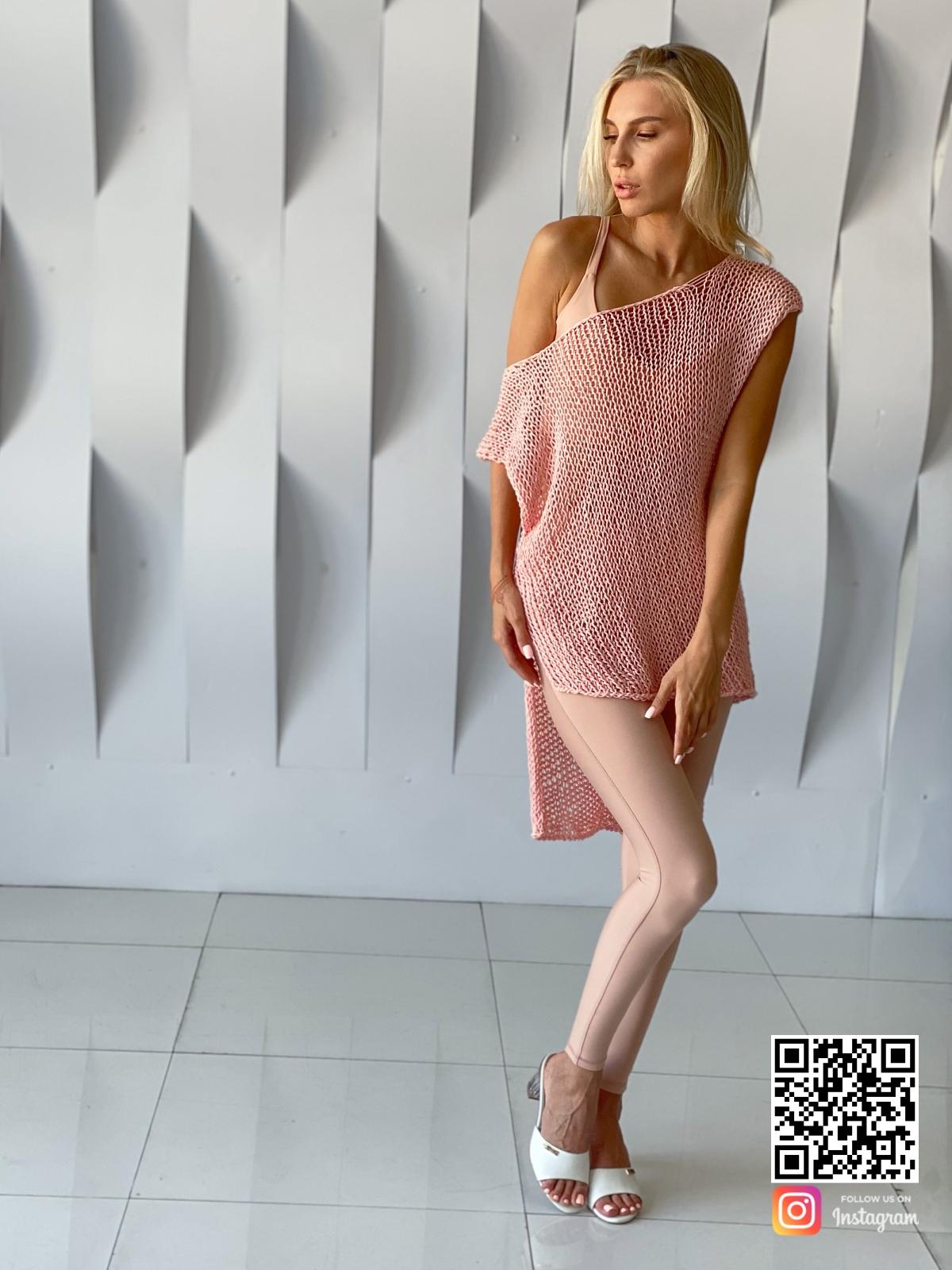 На седьмой фотографии летняя вязаная футболка спицами от Shapar, бренда одежды ручной работы в интернет-магазине связанных вещей.