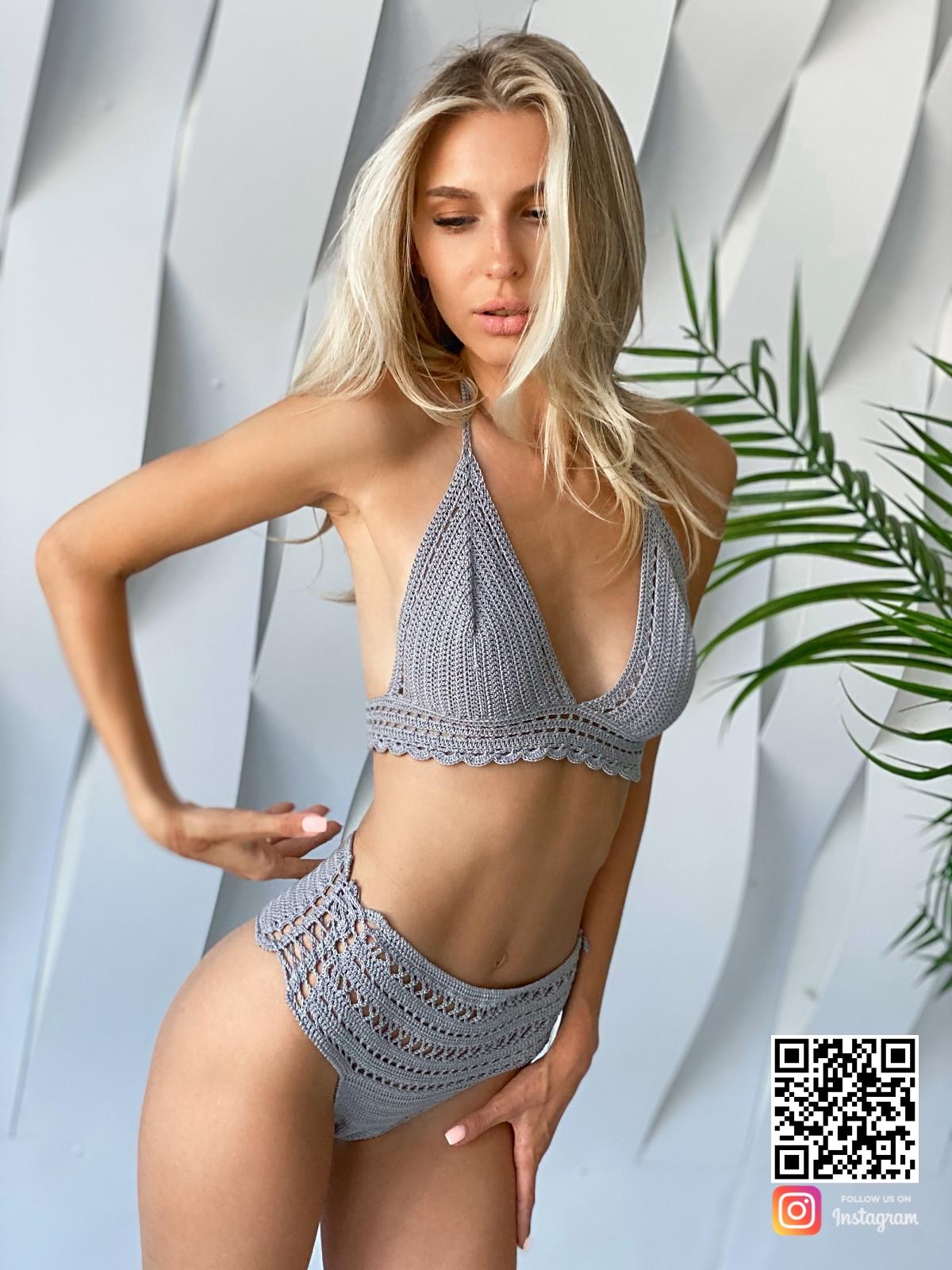 На третьей фотографии серый вязаный купальник крючком от Shapar, бренда женской пляжной одежды ручной работы в интернет-магазине связанных вещей.