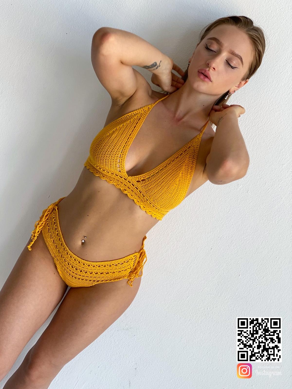 На пятой фотографии вязаный раздельный купальник желтого цвета от Shapar, бренда женской пляжной одежды ручной работы в интернет-магазине связанных крючком вещей.
