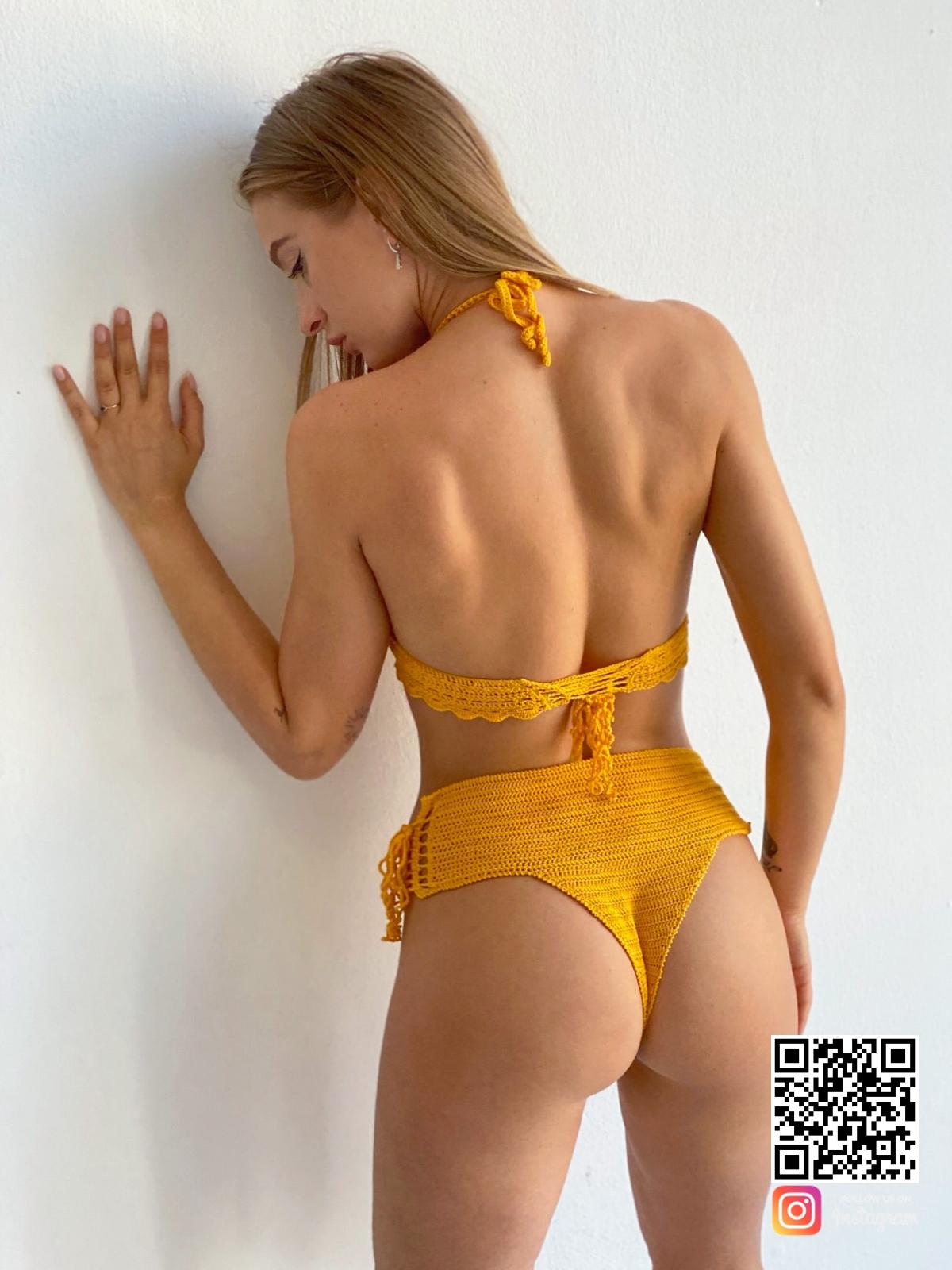 На второй фотографии желтый раздельный купальник со спины от Shapar, бренда женской пляжной одежды ручной работы в интернет-магазине связанных крючком вещей.