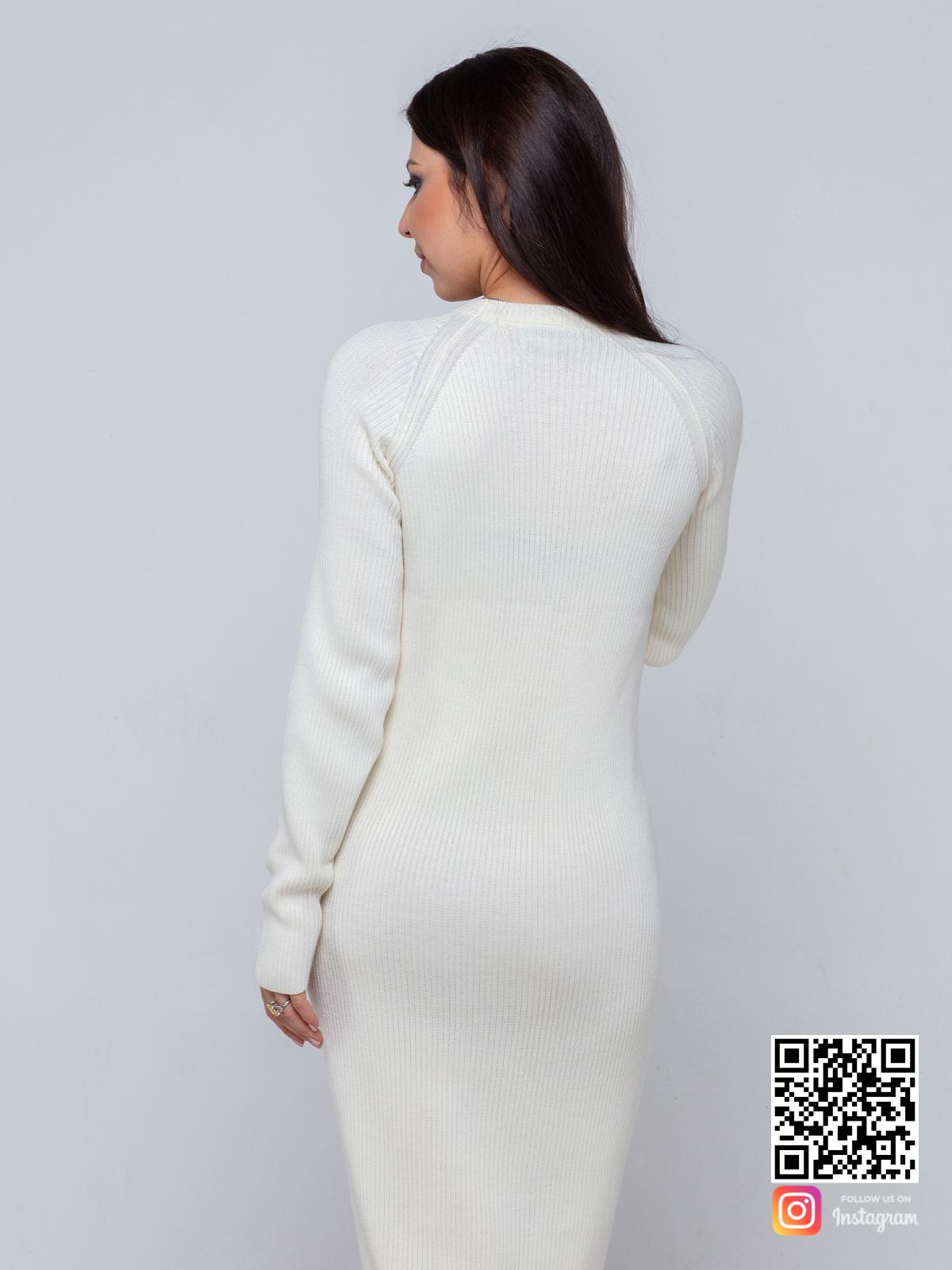 На четвертой фотографии белое трикотажное платье для девушек и женщин от Shapar, бренда вязаной одежды ручной работы в интернет-магазине связанных спицами вещей.