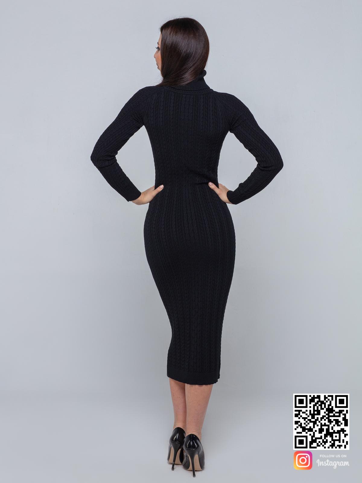 На второй фотографии черное трикотажное платье со спины от Shapar, бренда вязаной одежды ручной работы в интернет-магазине связанных спицами вещей.