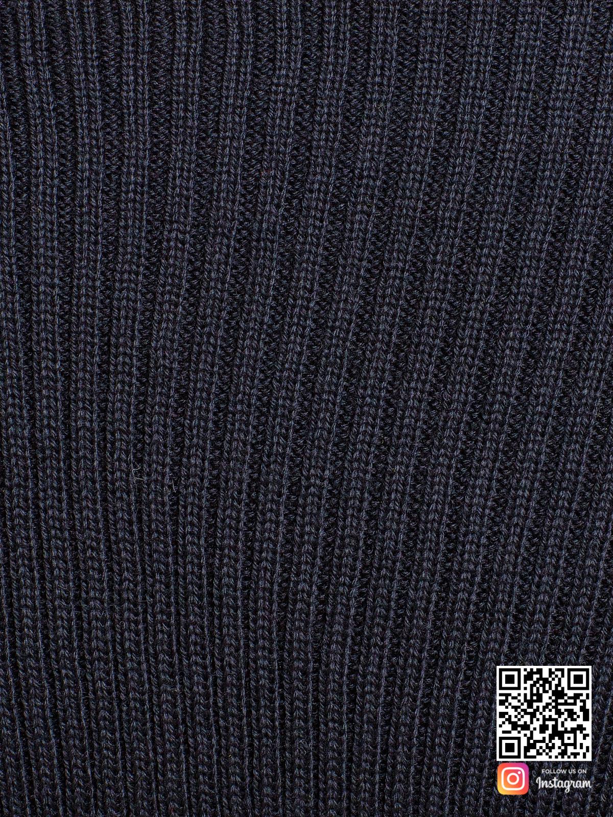 На четвертой фотографии черное вязаное платье крупным планом от Shapar, бренда одежды ручной работы в интернет-магазине связанных спицами вещей.