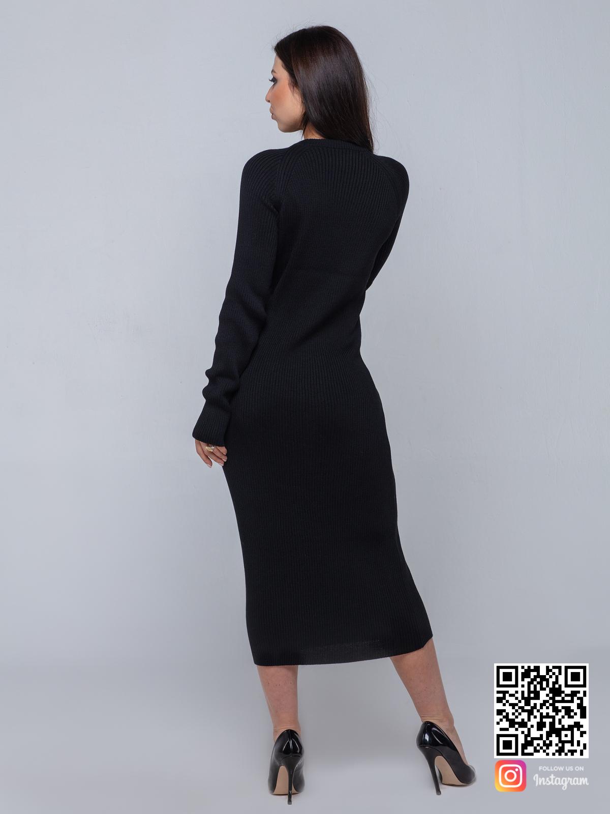 На пятой фотографии модное вязаное платье черного цвета от Shapar, бренда одежды для женщин и мужчин ручной работы в интернет-магазине связанных спицами вещей.