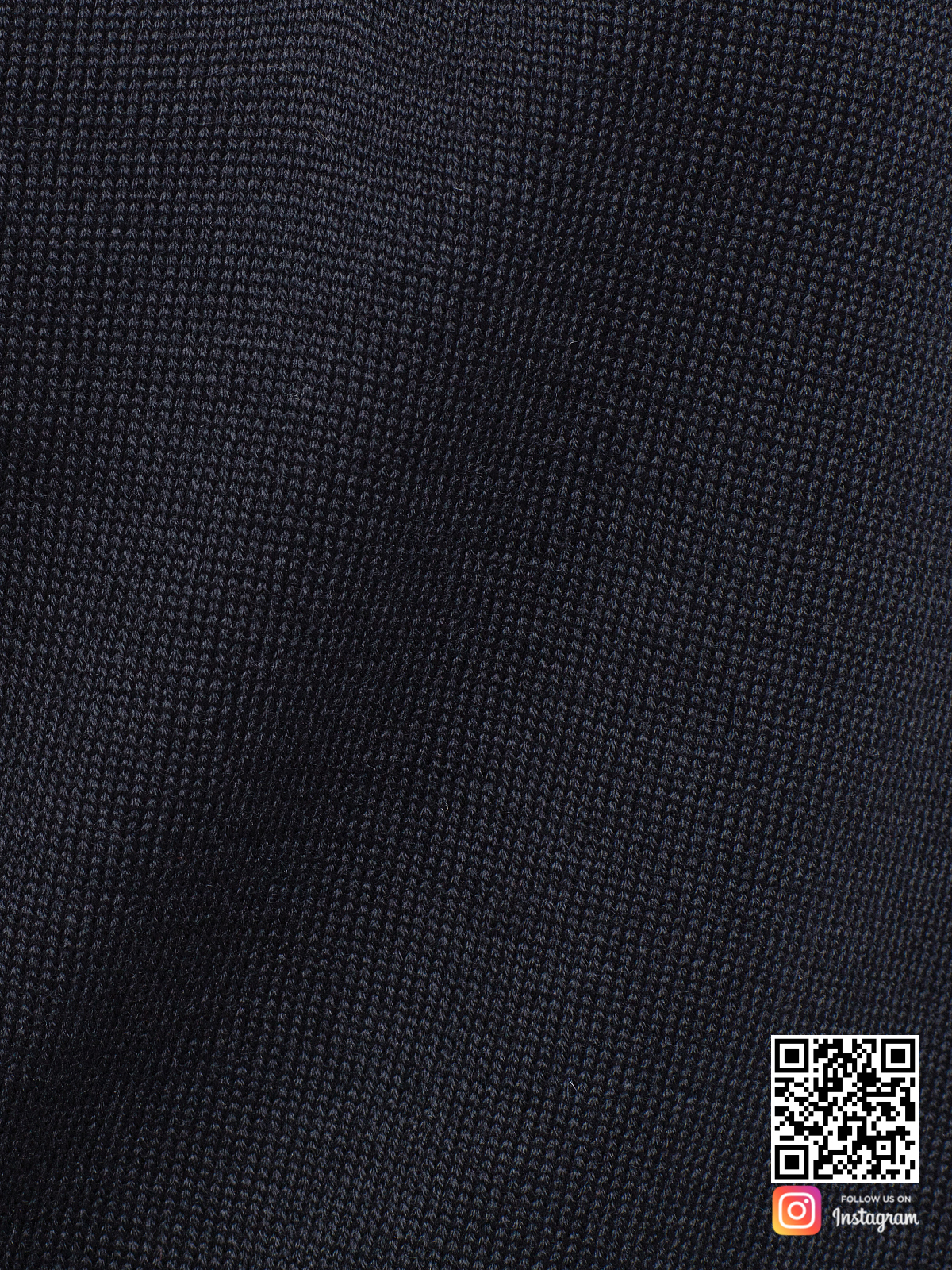 На пятой фотографии черный брючный костюм женский крупным планом от Shapar, бренда вязаной одежды ручной работы в интернет-магазине связанных спицами вещей.