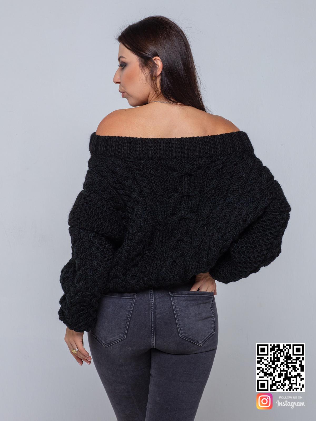 На второй фотографии черный свитер женский со спины от Shapar, бренда вязаной одежды ручной работы в интернет-магазине связанных спицами вещей.