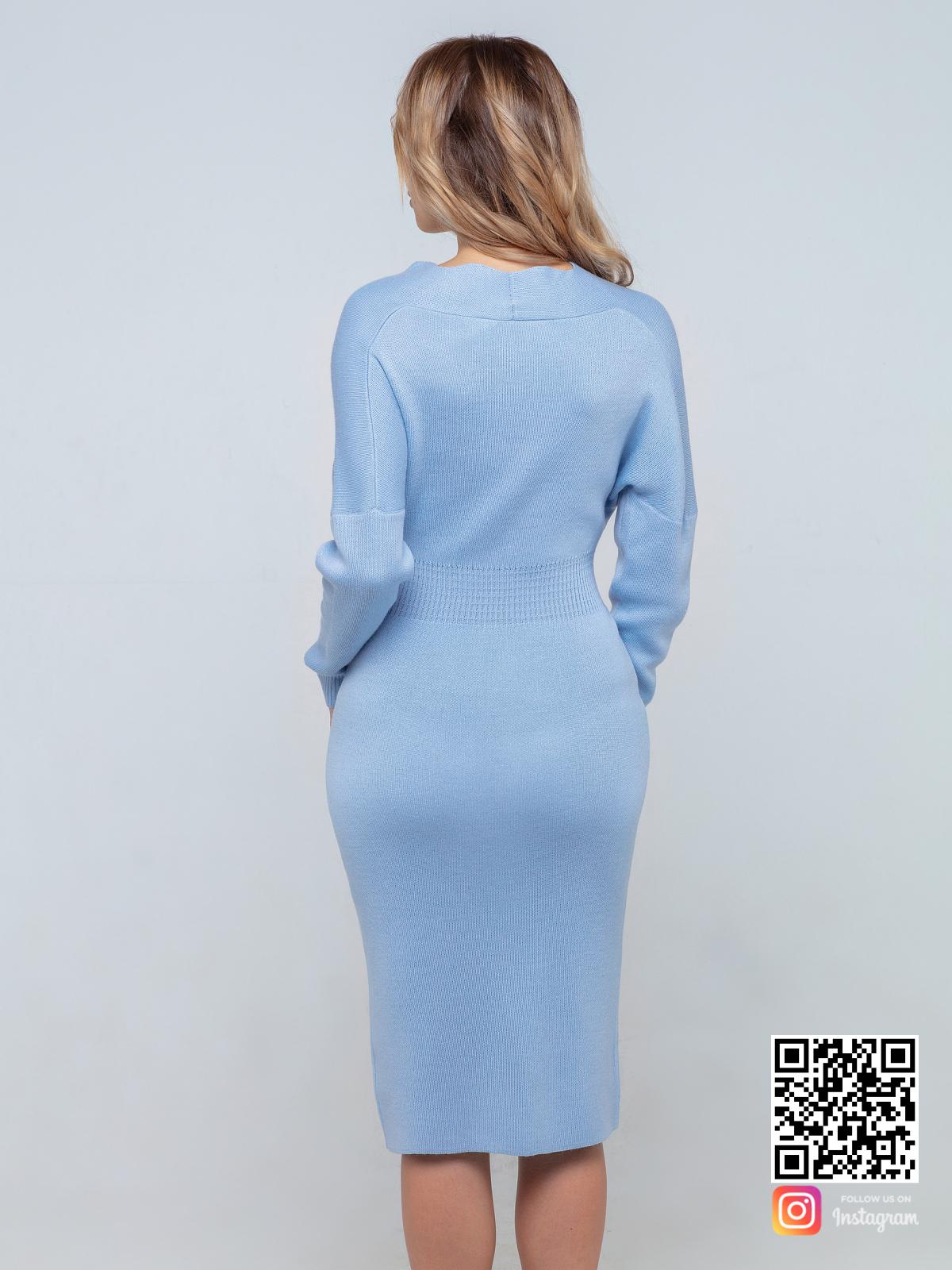 На второй фотографии женское деловое трикотажное платье со спины от Shapar, бренда вязаной одежды ручной работы в интернет-магазине связанных спицами вещей.