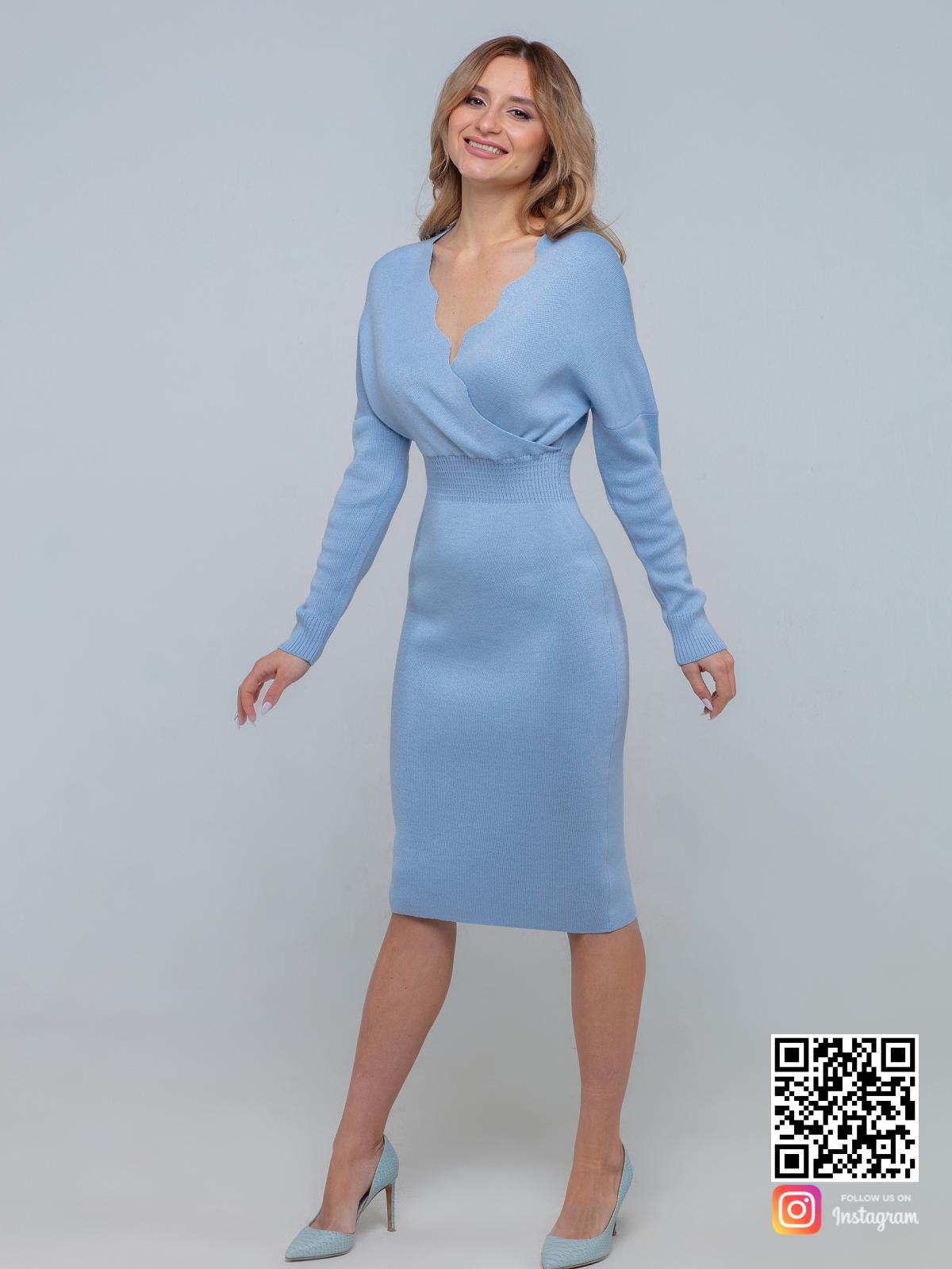 На третьей фотографии женское деловое трикотажное платье в длине миди от Shapar, бренда вязаной одежды ручной работы в интернет-магазине связанных спицами вещей.