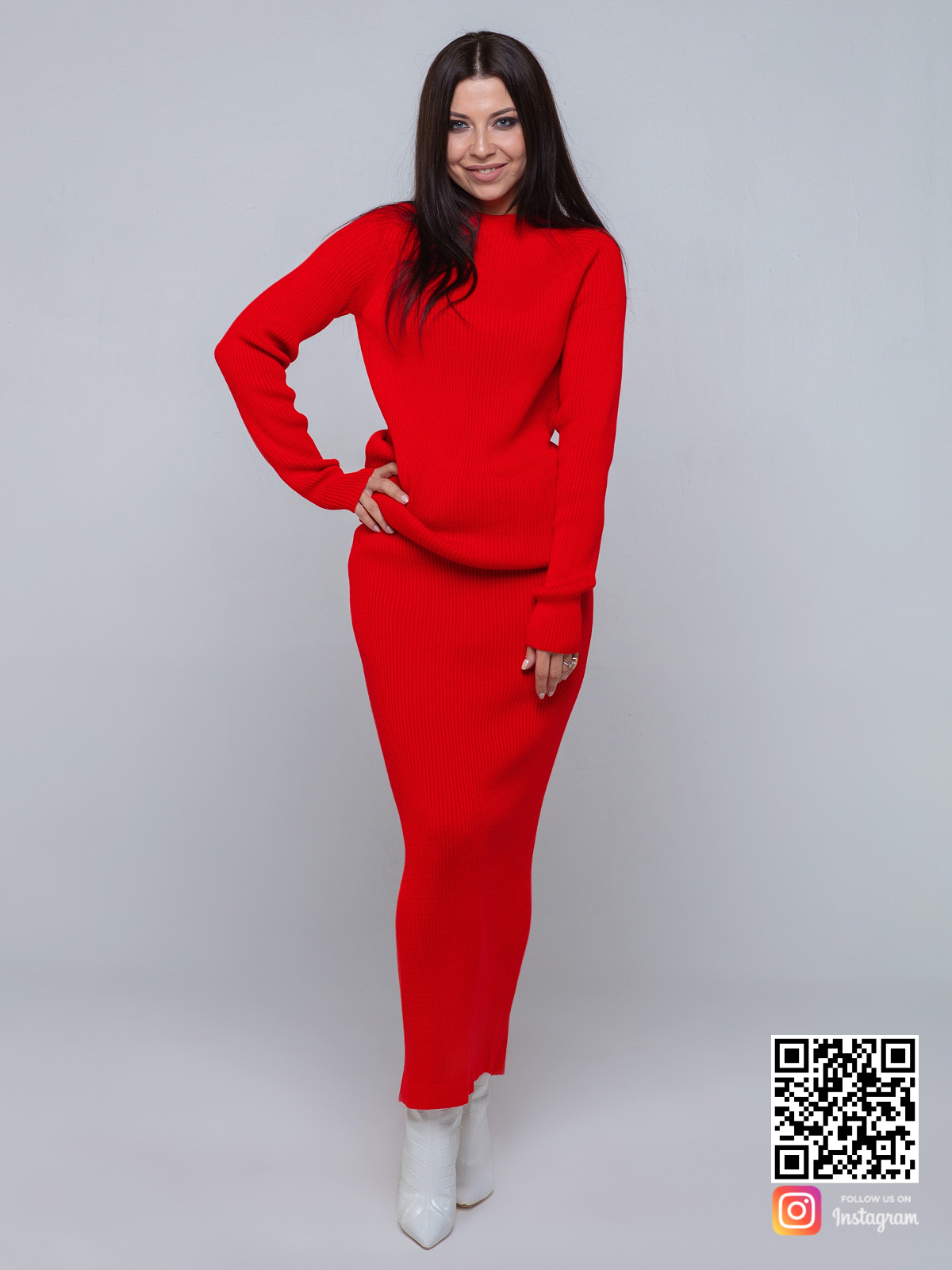 На шестой фотографии модный красный костюм с юбкой для девушек и женщин от Shapar, бренда вязаной одежды ручной работы в интернет-магазине связанных спицами вещей.