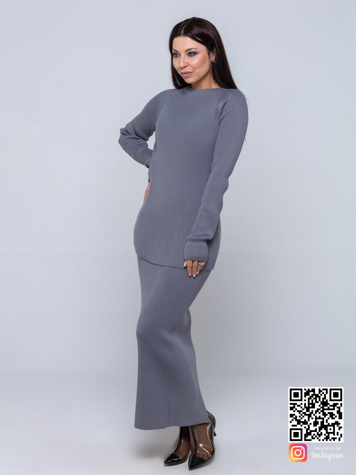 На четвертой фотографии женский серый костюм с юбкой от Shapar, бренда женской одежды ручной работы в интернет-магазине связанных спицами вещей.