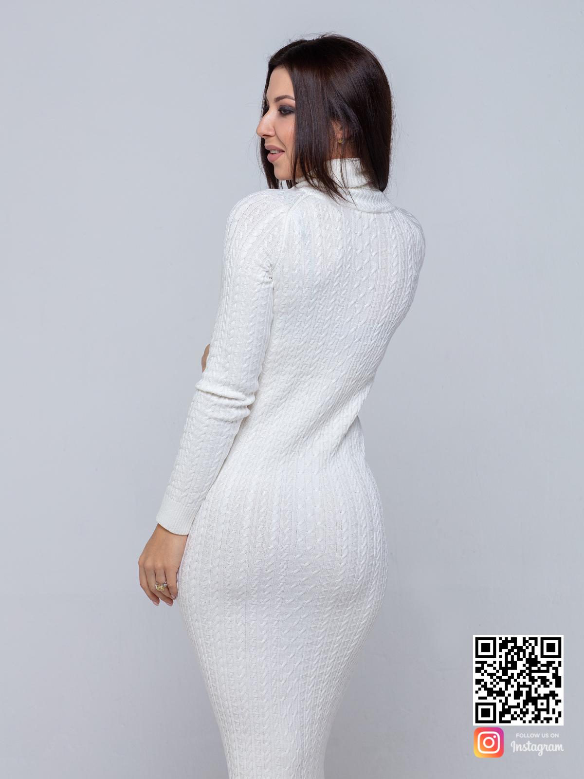 На третьей фотографии трикотажное платье с узором косы со спины от Shapar, бренда вязаной одежды ручной работы в интернет-магазине связанных спицами вещей.
