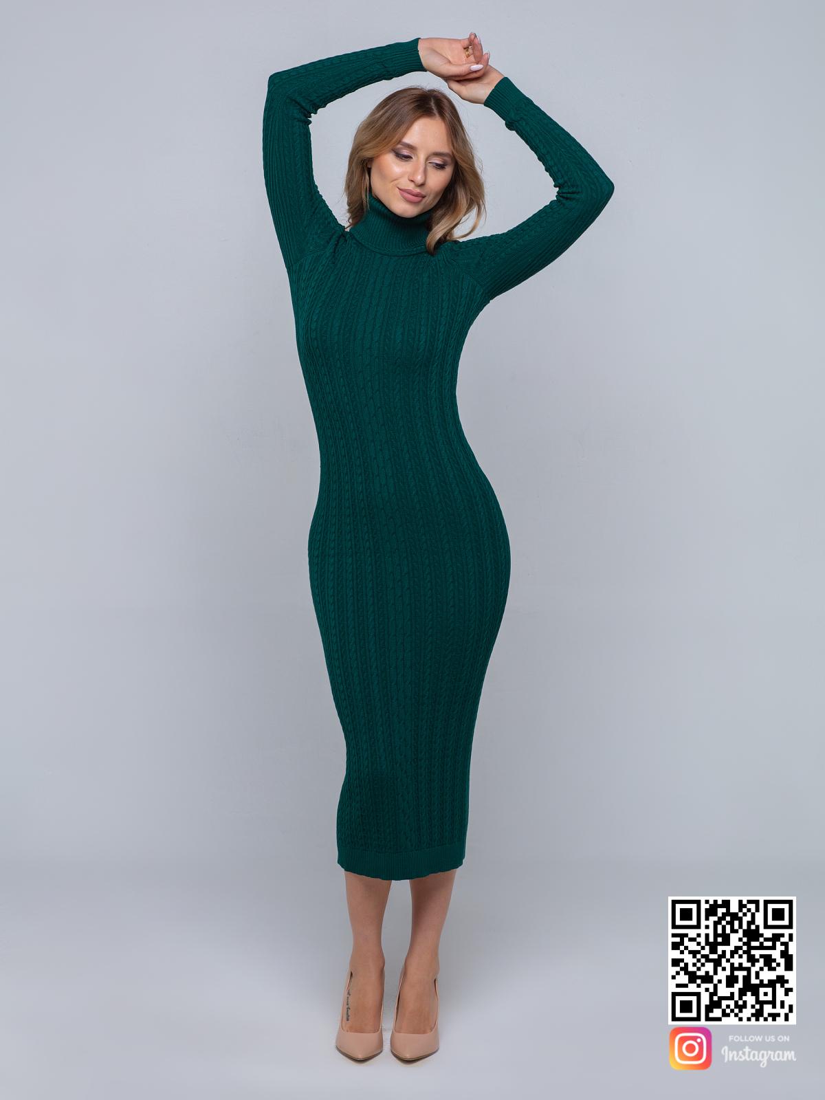 На третьей фотографии зеленое трикотажное платье с воротником от Shapar, бренда вязаной одежды ручной работы в интернет-магазине связанных спицами вещей.