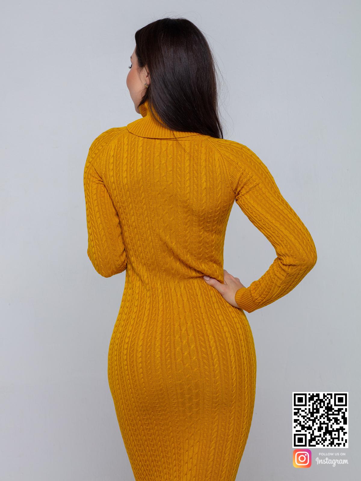 На третьей фотографии желтое трикотажное платье в косах от Shapar, бренда вязаной одежды ручной работы в интернет-магазине связанных спицами вещей.