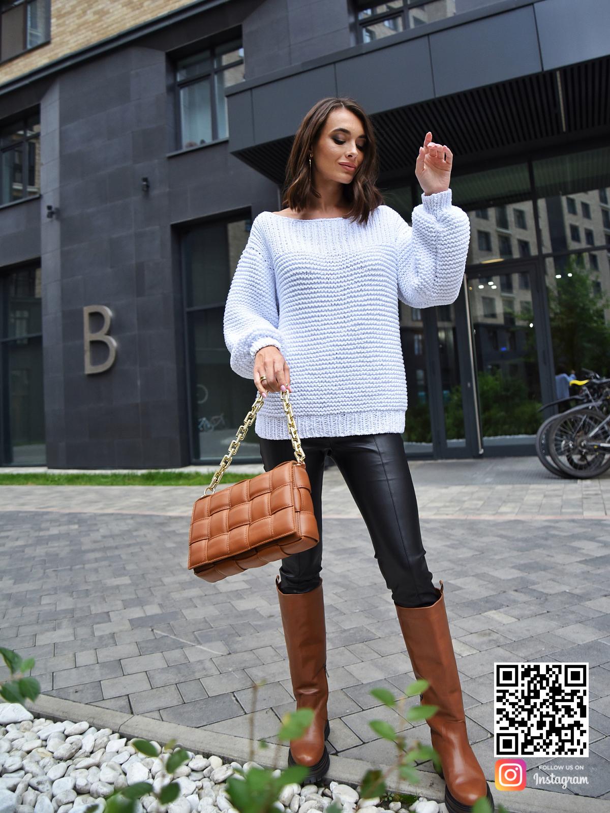 На восьмой фотографии модный летний вязаный свитер из хлопка от Shapar, бренда одежды ручной работы в интернет-магазине связанных спицами вещей.