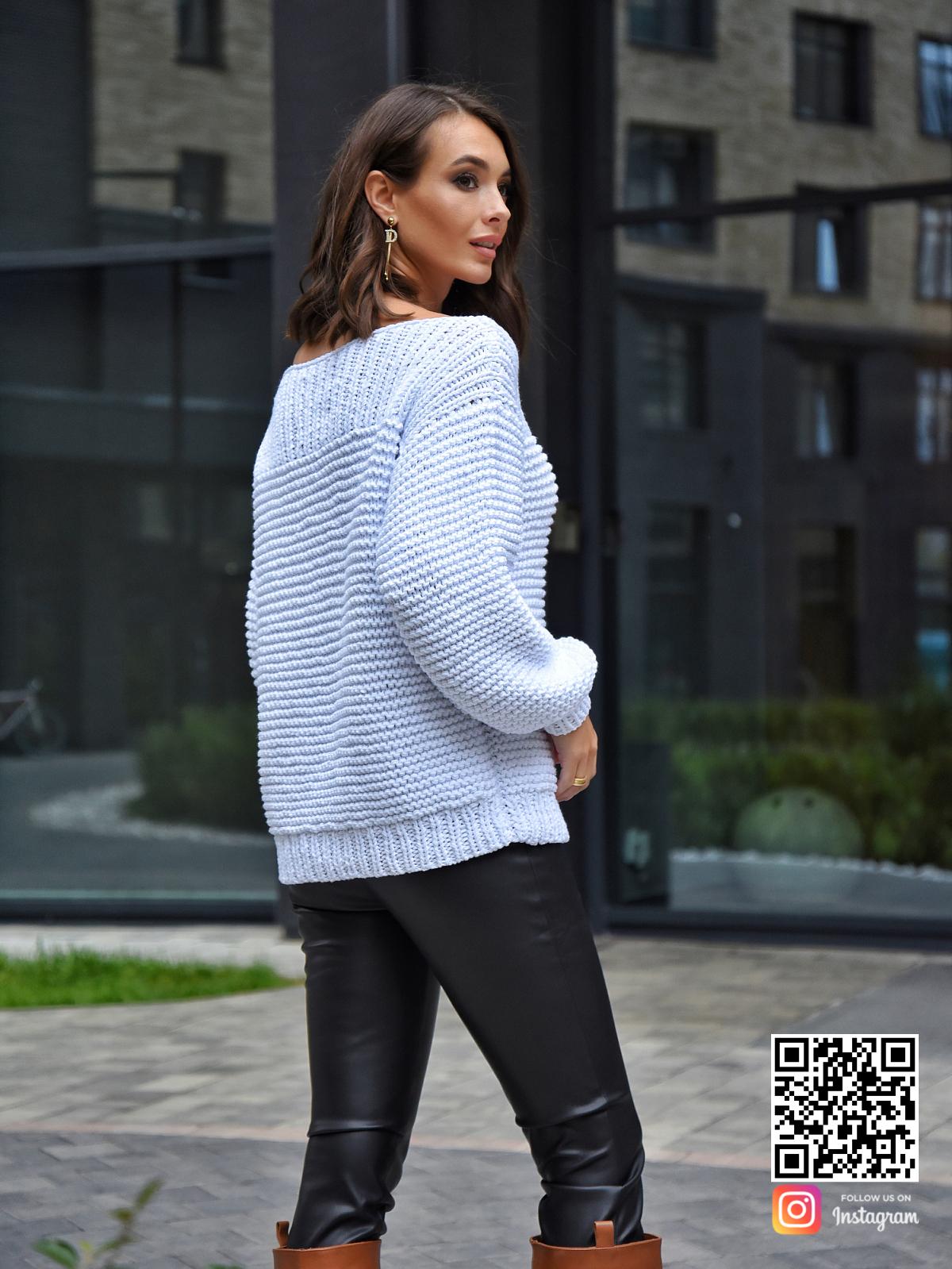 На пятой фотографии стильный летний вязаный свитер от Shapar, бренда одежды ручной работы в интернет-магазине связанных спицами вещей.