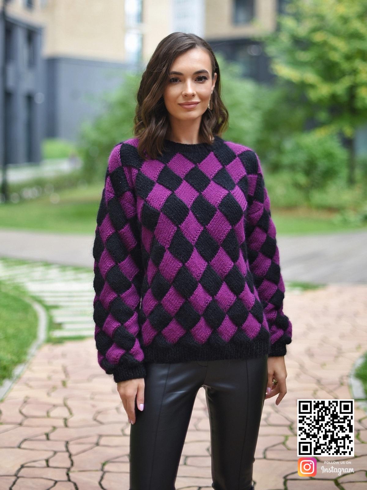 На третьей фотографии фиолетовый свитер с ромбами от Shapar, бренда вязаной одежды ручной работы в интернет-магазине связанных спицами вещей.