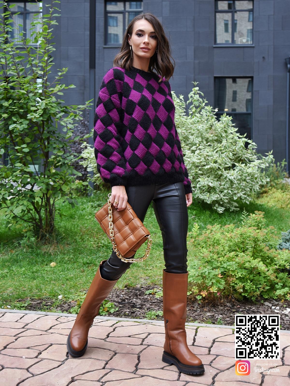 На пятой фотографии модный свитер с ромбами от Shapar, бренда вязаной одежды ручной работы в интернет-магазине связанных спицами вещей.