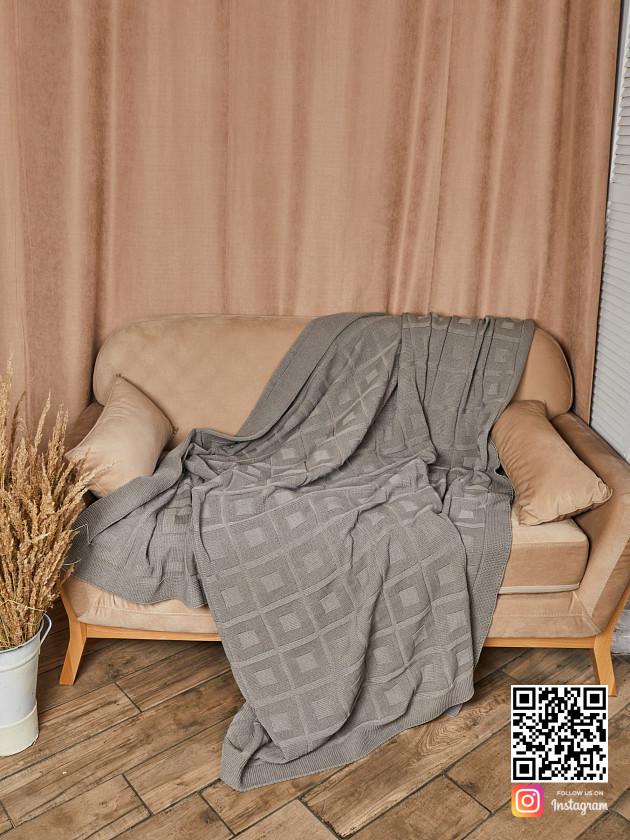 На фотографии вязаный плед коричневого цвета в интернет-магазине Shapar, бренда трикотажа и связанной одежды ручной работы.