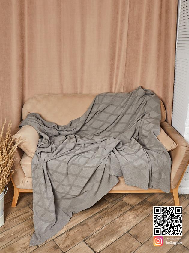 На фотографии вязаный плед ромбами в интернет-магазине Shapar, бренда трикотажа и связанной одежды ручной работы.