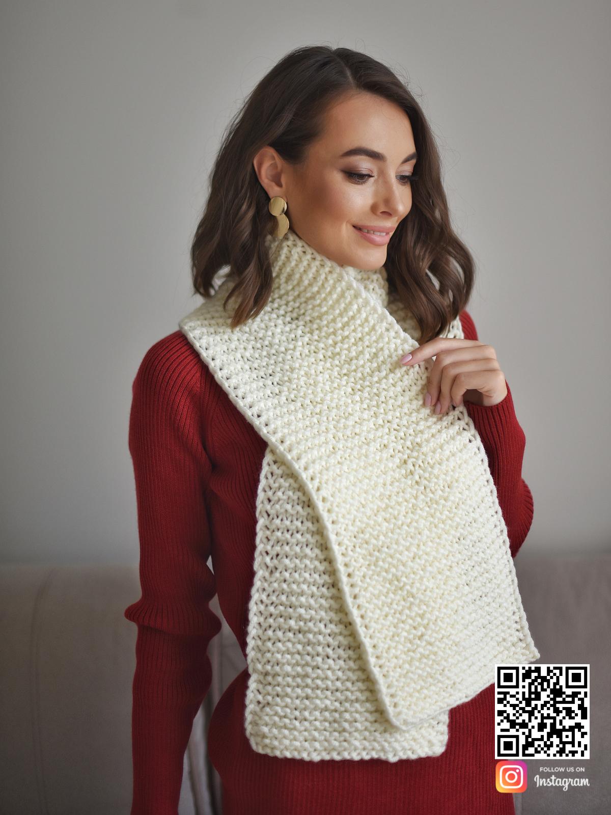 На четвертой фотографии готовый бежевый шарф в интернет-магазине Shapar, бренда трикотажа и связанной одежды ручной работы.