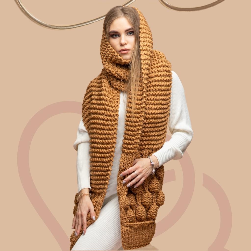 На фотографии шарфы женские вязаные от Shapar, бренда связанной одежды ручной работы.