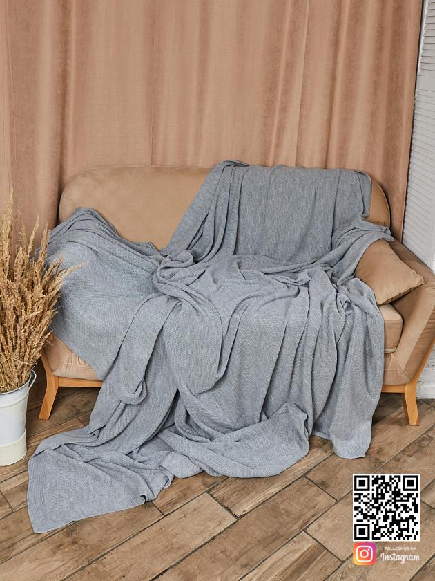 На фотографии вязаное шерстяное покрывало в интернет-магазине Shapar, бренда трикотажа и связанной одежды ручной работы.