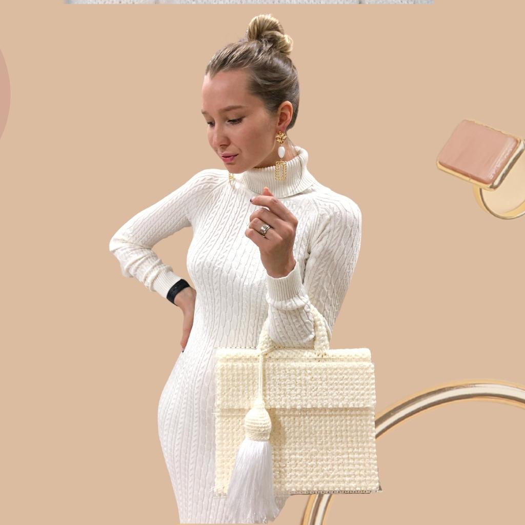 На фотографии сумки женские вязаные от Shapar, бренда связанной одежды ручной работы.